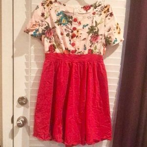 Dresses & Skirts - Fun Floral Dress